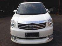 Toyota Nav1 2.0 V Luxury 2012