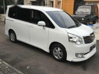 Toyota NAV11 tipe V 2.0 AT tahun 2013