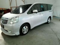 Toyota Nav1 V 2013 Minivan