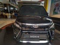 Mobil Toyota Voxy 2018