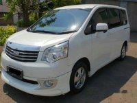 Toyota Nav1 2.0 V Lux 2013