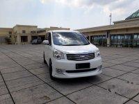 Dijual mobil Toyota NAV1 Luxury V 2014 MPV