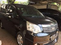 Toyota NAV1 Luxury V 2013 Minivan