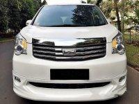 Toyota NAV1 V Luxury A/T 2014