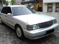 Dijual mobil Toyota Crown Royal Saloon 1995 Sedan