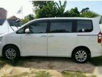 Jual Toyota NAV1 V Luxury AT 2015