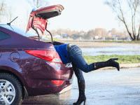 Ingat! Membersihkan Bagasi Mobil Juga Penting