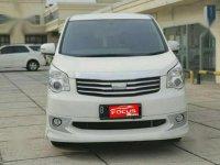 2013 Toyota NAV1 2.0 V Lux Automatic  Putih Dijual