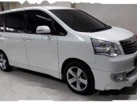 Toyota NAV1 V 2013 MPV dijual