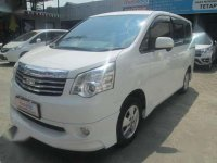 2013 Toyota NAV1 V Luxury 2.0 AT dijual
