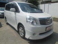 2013 Toyota NAV1 V Luxury 2.0 AT dijual