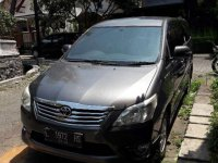 Toyota Kijang Innova 2.0 V Luxury 2013 abu-abu