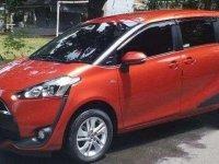 Toyota Sienta Q 2018 orange