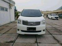 Butuh uang jual cepat Toyota NAV1 2012