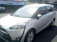 Toyota Sienta 2011 dijual cepat