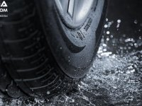 Wajib Periksa Ban Mobil Toyota Saat Musim Hujan, Ini Penjelasannya!