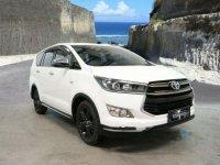 Jual Toyota Kijang Innova Venturer harga baik