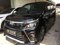 Butuh uang jual cepat Toyota Voxy 2017