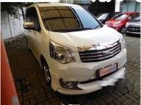 Butuh uang jual cepat Toyota NAV1 2013