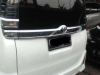 Butuh uang jual cepat Toyota Voxy 2018