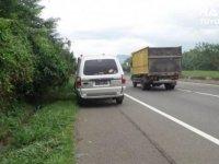 Ban Pecah di Jalan Tol? Simak Tips dari Auto2000 Berikut Ini