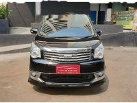 Toyota NAV1 V Limited bebas kecelakaan