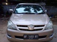 Butuh uang jual cepat Toyota Kijang Innova 2005