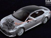 Ini Perbedaan Toyota Camry Hybrid Dan Standar Dari Karakternya