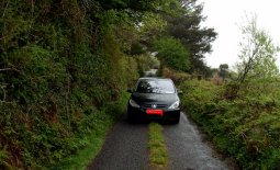 Waspada! Mengemudi Mobil Di Jalan Yang Sempit Tidak Boleh Ugal-Ugalan