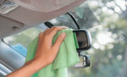 Hindari Hal Ini Saat Membersihkan Spion Mobil