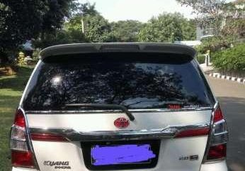 Jual mobil Toyota Kijang Innova E 2013