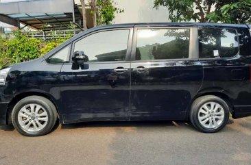 Butuh uang jual cepat Toyota NAV1 2015