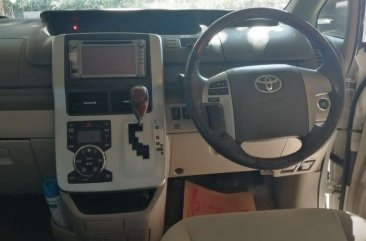 Jual Toyota NAV1 2013, KM Rendah